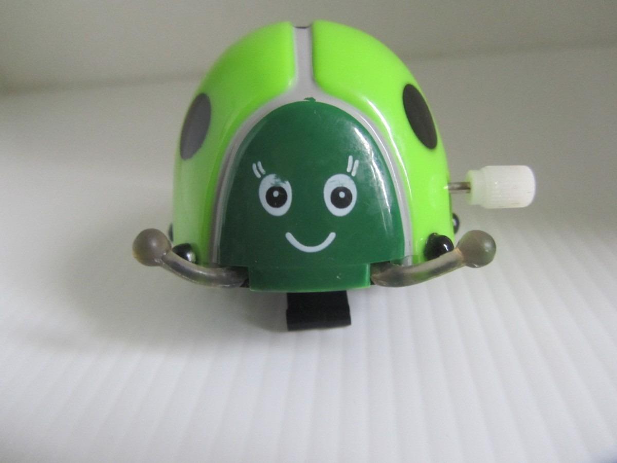 mariquita verde a cuerda avanza y salta super divertida