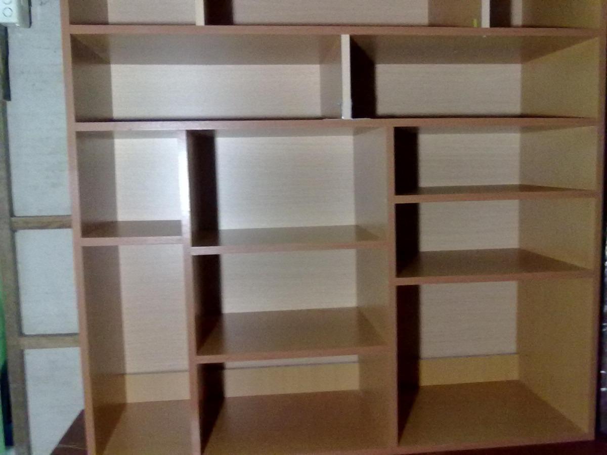 mueble organizador con varias divisiones hecho en melamina