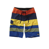 Short Quiksilver 4way Strech Talla 32